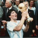 Diego Maradona, mi-ange mi-démon, sur la terre comme au ciel